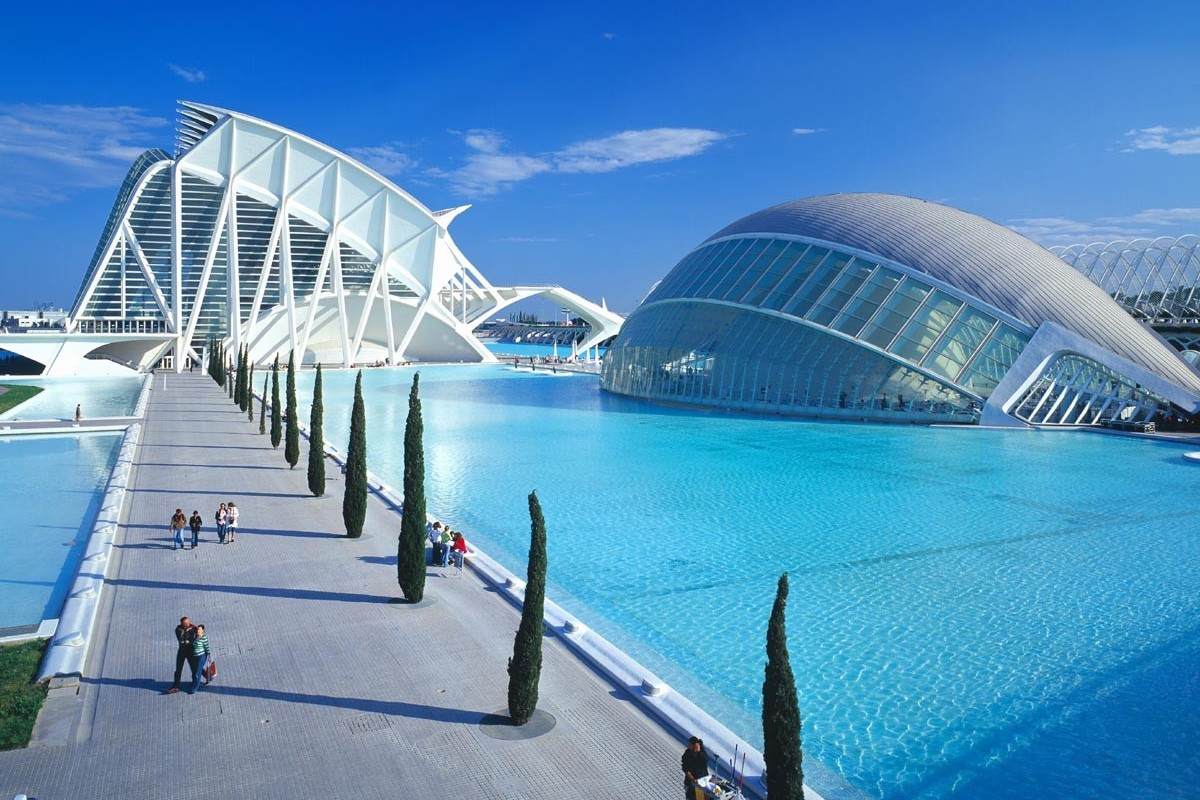 Valencia city of arts sciences located 126 km away for Centre des arts de shawinigan piscine